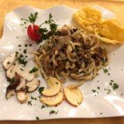 Pici con funghi ristorante le macinaie