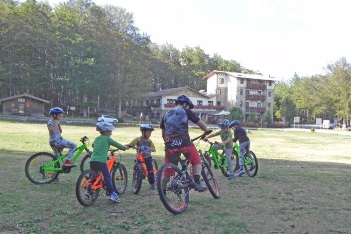 Bambini in bici sul monte amiata